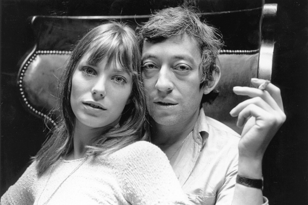 English actress Jane Birkin and French musician Serge Gainsbourg at home in Paris.   (Photo by Reg Lancaster/Getty Images)