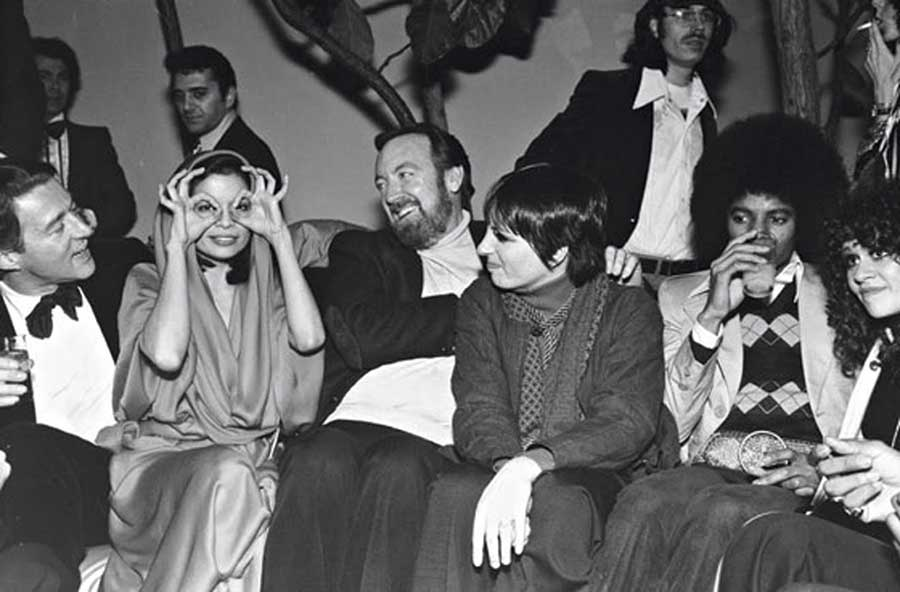 Roy-Halston-Bianca-Jagger-Jack-Haley-Jr.-Liza-Minnelli-Michael-Jackson-and-Maria-Schneider-at-a-New-Years-Eve-party-at-Studio-54-1977